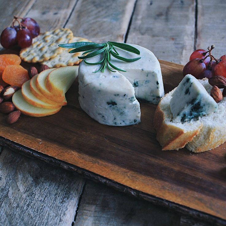 Cultured Cashew Brie, swirled with Blue/Green Spirulina and Nutritional Yeast