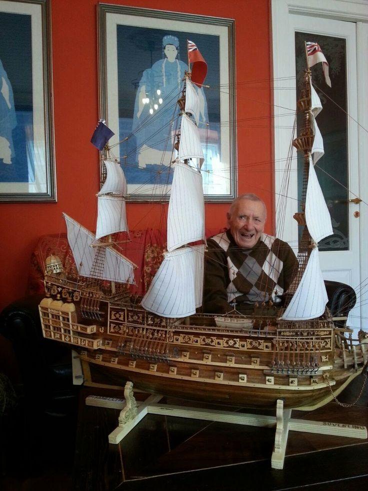 Michele Pisanelli ha 90 anni, ogni mattina va nel suo studio e lavora sapientemente il legno: realizza modelli di imbarcazioni, precisi al millimetro in ogni dettaglio.. www.casatanguy.com