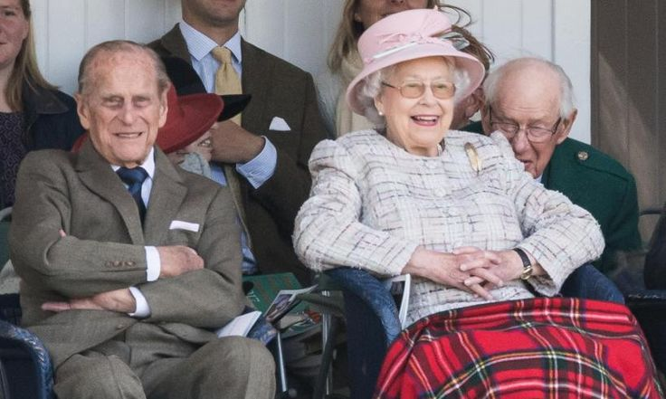 Coins unveiled for Queen and Prince Philip's 70th wedding anniversary/ Oct. 2017 Hello's Royalty Exclusives