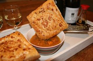 Cobuse: Pittige snert van erwt met tomaat, verse gember en mootjes zalm in sojasaus