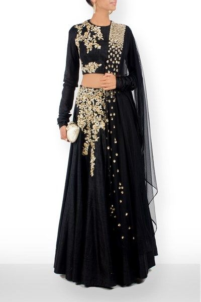 Experience the romance femininity protrayed in this floor length emboidered…