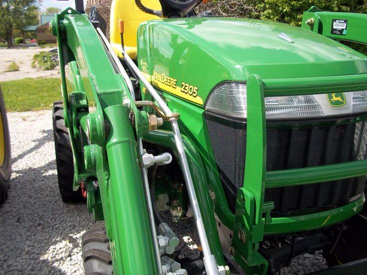John Deere 2305 tractor loader