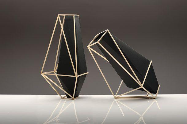 Martín Azúa es uno de los diseñadores más importantes del panorama nacional.Vasco de nacimiento, actualmente vive en Barcelona, donde compagina su trabajo como diseñador con la docencia. Actualmen…