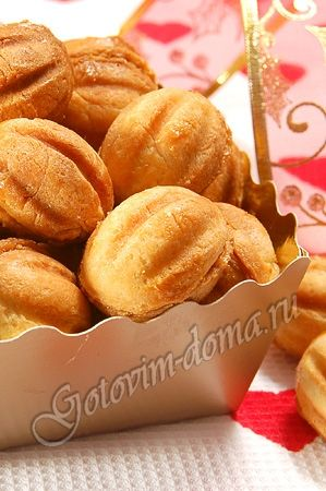 """Печенье """"Орешки"""" со сгущенкой - the best Russian dessert in the world. ever. Nut shaped filled with delicious cream!"""