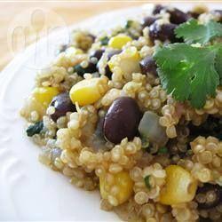 Quinoa Salat mit Bohnen und Mais, veganer Salat, vegetarisch, gesunder Salat Das Rezept gibts auf Allrecipes Deutschland http://de.allrecipes.com/rezept/1300/quinoa-mit-schwarzen-bohnen-und-kreuzk-mmel.aspx