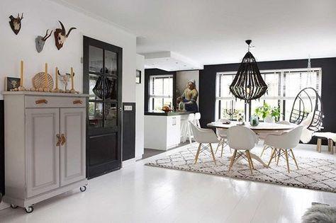 BINNENKIJKEN • bij een nieuwbouwhuis in Beverwijk. 'Vermeers Melkmeisje belandde uiteindelijk op de plek waarvoor ze gemaakt lijkt: in de keuken.' Meer op vtwonen.nl/binnenkijken. Styling & fotografie @romyvanleeuwenfotografie