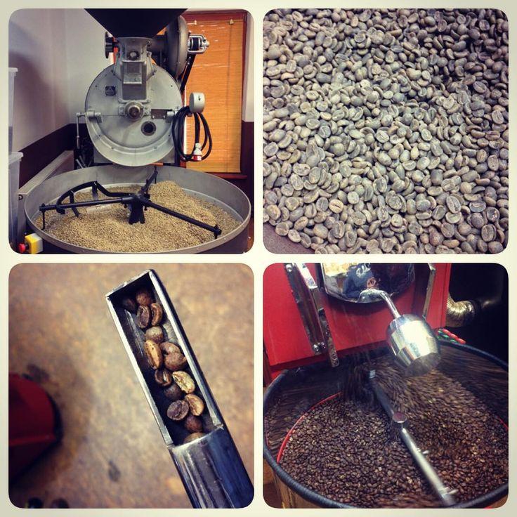 Coffee roasting in action. Today's experience with roasting was amazing #coffeecup #coffeecupguru #specialitycoffee #coffee #roasted #gpkava #coffeebeans #beans #blackgold #insta_coffee #kava #java #coffeemethods #preparation #coffeeroaster #coffeelover #praziarenkavy #coffeebean #coffeeroasting #caffe #brewmanual #coffeesmellslikeheaven