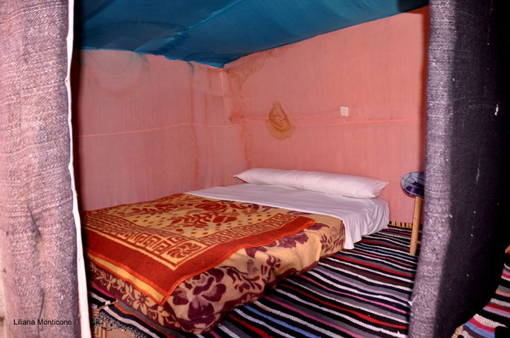 Our bedroom in the sahara desert.  La nostra camera da letto nel Sahara.