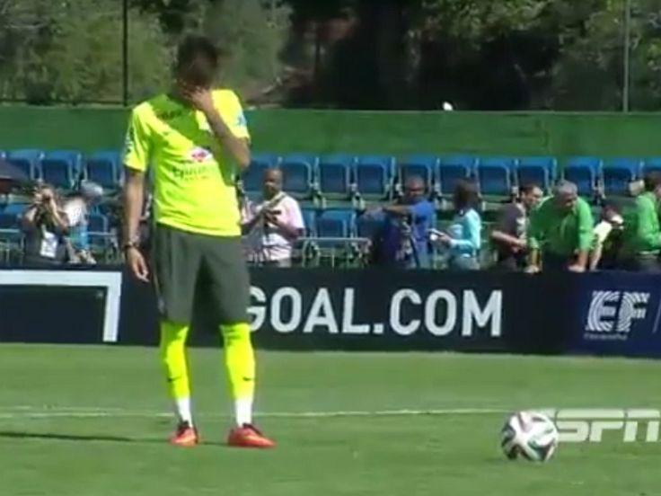 La fameuse vidéo de la feinte de Neymar sur pénalty.  #video #buzz #coupedumonde2014 #cdm #cdm2014 #Neymar #Brésil #feinte #penalty
