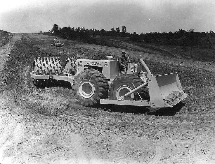 Last of the line, a model CH Tournatractor seen at work in Illinois, USA in 1971 with a W-2 sheepsfoot roller keeping the fill tidy. Cosmetically the CH was worlds away fro the original 1946 version The 'H' stood for hydraulic