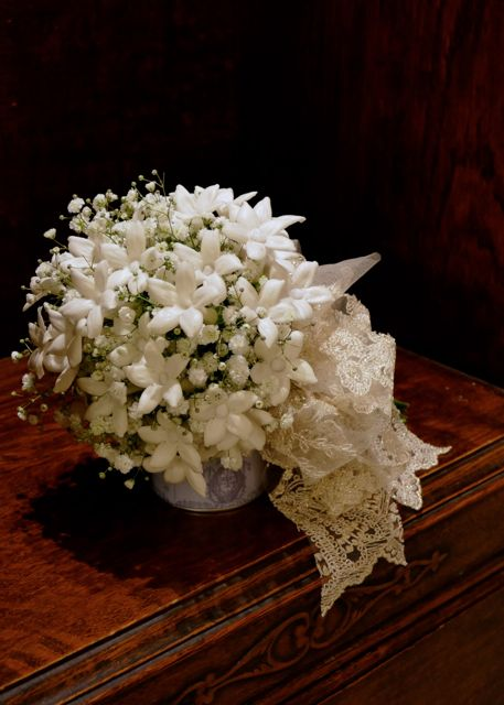 Jasmin et baby's breath Bouquet . ibis wedding