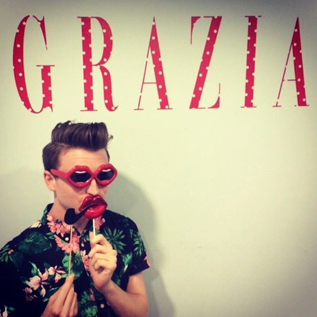 Love is in the air at Grazia HQ #LFxYAZBUKEY #LFSELFIE #LindaFarrow #Sunglasses 【Discover more at www.lindafarrow.com】