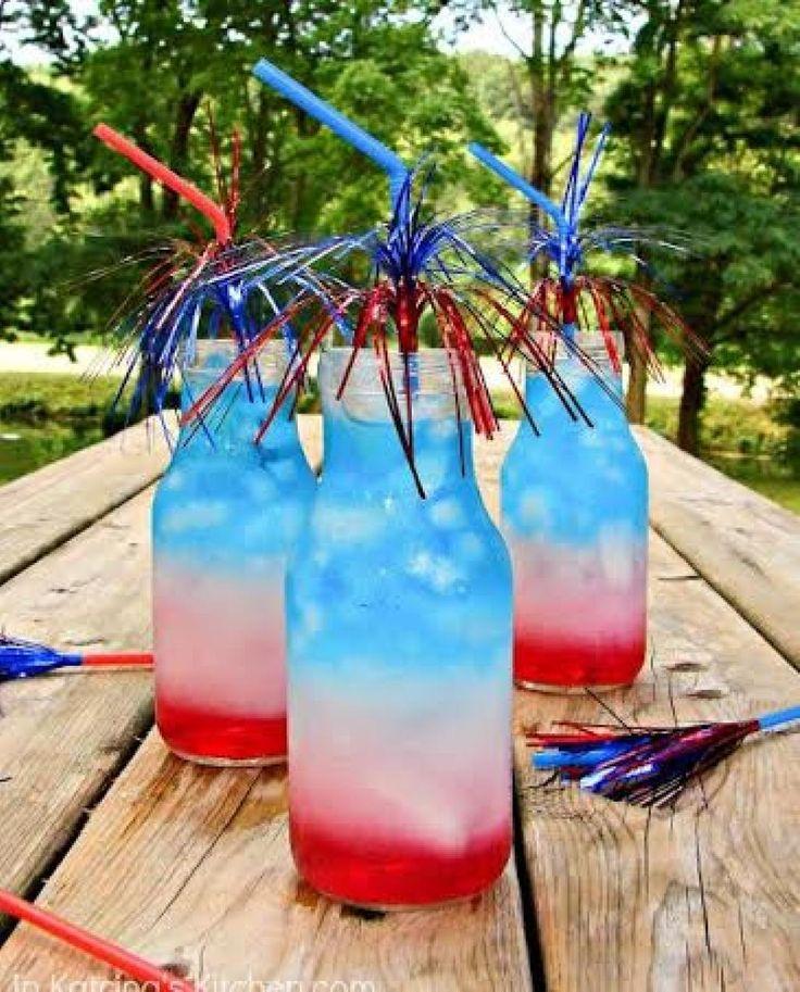 Plutôt ce mois-ci j'ai partagé des shooters du tricolore. Pour la grande finale voici une recette sans alcool ! Suivez bien les étapes avec la glace, c'est important pour le réussir :)Donne 3 portions INGRÉDIENTS: ROUGE : 1 tasse de jus de Cran A