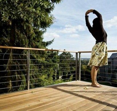 Holzdielen auf dem Balkon – natürlich und wohnlich. Inspirationen auf www.holzforum.online