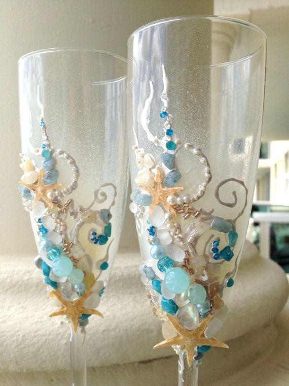 Spiaggia matrimonio brindando flauti, sposa di stelle marine occhiali in colori aqua, avorio e champagne, idea di destinazione matrimonio, regalo nuziale doccia