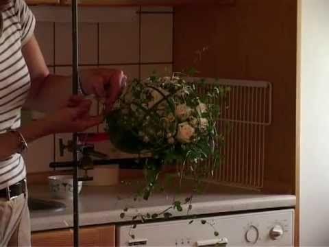 Binding af romantisk brudebuket på Bundsbæk Mølle