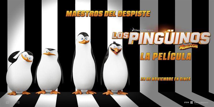 ¿Quieres llevarte 1 de los 5 packs de merchandising (Camiseta + Reloj proyector + bandeja de cubitos pingüinos + Bolsa + Cascos compartibles) que sorteamos con el estreno de Los Pingüinos de Madagascar: La Película? Para participar sólo debes rellenar la información de nuestro formulario al final del post, de la sección de concursos de nuestra WEB.