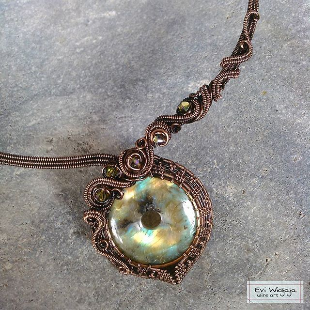 #eviwidjaja #indonesia #wireart #wirejewelry #wire #jewelry #metal #copper #patina #stone #natural #crystal #labradorite #pendant #necklace #choker #art #beautiful #ethnic #oneofakind #unique #passion #elegant #design #weaving #swirl #coiling #love #handmade #handmadejewelry