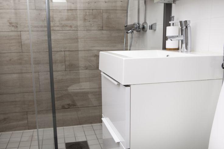 House2 kylpyhuone-bathroon Ovimalli: Fino valkoinen kiiltävä. Hana Mora Mmix