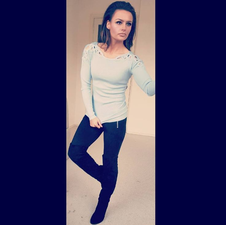 Gorgeous sweaters with beaded shoulder details and these perfect gray jeans now #@marijesangelsmode in Sneek NL #mode #fashion #musthaves #newcollection #overthekneeboots #bestwinkel #kleding #clothes #store #lovethislook #wintermode #winteroutfits #beads #shoulders #outfits #chiclook #dolllife #modellife #modelife
