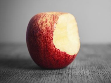You know eating an apple a day keeps the doctor away. But recent research reveals that pairing apples with certain other foods, or eating them at specific times of the day, can make the health benefits of apples even more powerful.