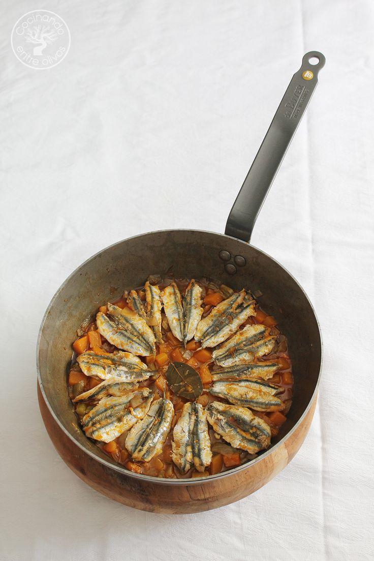 La Salamandroña o Sopa Salamandroña más que una sopa es una cazuela de calabaza y pescado, con un sofrito de pimiento, cebolla y ajos. El pescado suele ser bien sardinas o bien boquerones, aunque también se puede elaborar con otros pescados como por ejemplo, jureles. La Salamandroña, se trata de una receta tradicional de algunas