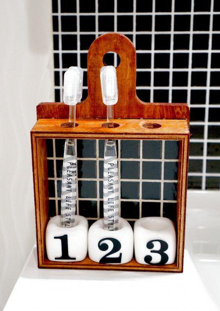100均試験管とカッティングボードで簡単!可動式歯ブラシスタンドDIY