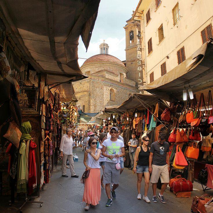 Strolling at the Florence leather market near Basilica di San Lorenzo | by B℮n