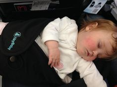 Practical tips to help children sleep on a flight. Tried & tested on long haul flights with various airlines. Insider tips by an ex flight attendant & Mum.