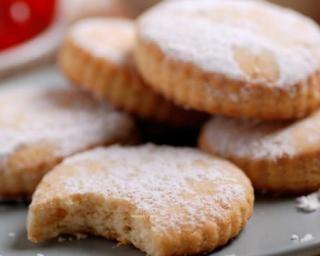 Biscuits sablés alsaciens ou Bredele : http://www.fourchette-et-bikini.fr/recettes/recettes-minceur/biscuits-sables-alsaciens-ou-bredele.html