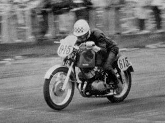 第3回浅間火山レ-ス 350cc  ヤマハYDS-1で優勝の野口種晴  1959年 写真集-3