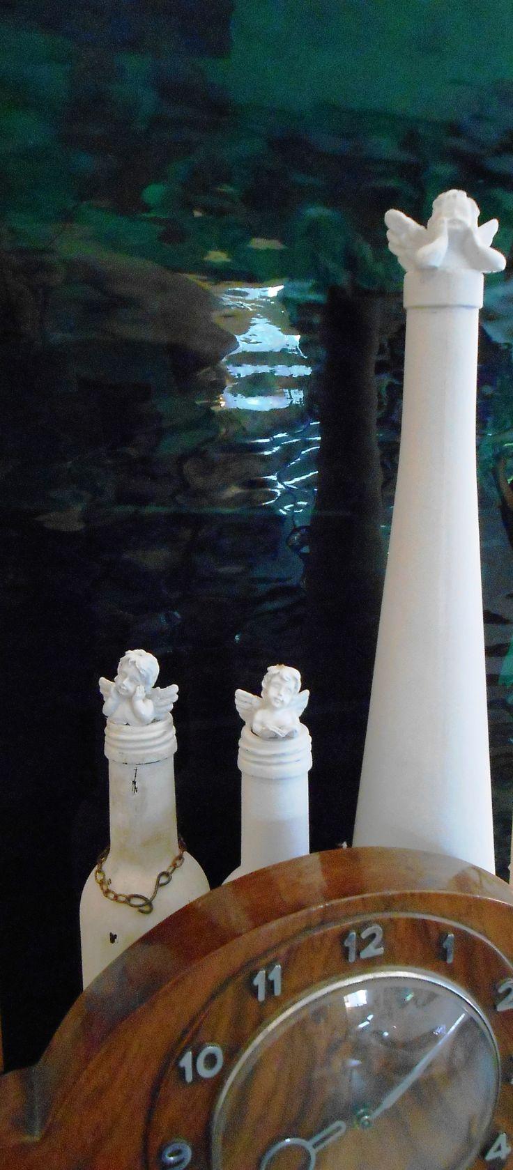Mifelénk szellem helyett angyalok lakják az üvegeket... :-)