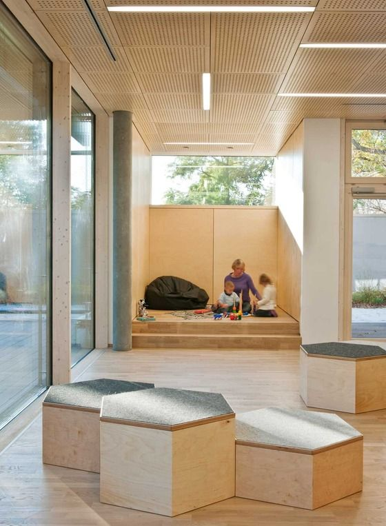 "Private play ""nooks"" and the multi level boxes-open ended possibilities. Crèche, Kindergarten and Childcare Centre in Vienna"