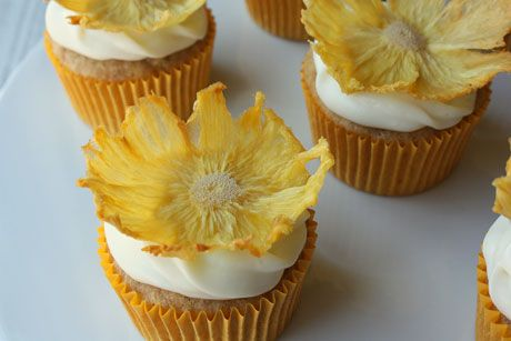 How to make dried pineapple flowers (tutorial)