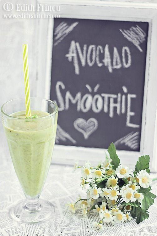 Smoothie de avocado cu banane