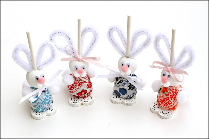 When I saw these adorable Dum Dum Easter Bunnies  on Pinterest, I was compelled to go out and buy all of the supplies to make them.  Because...
