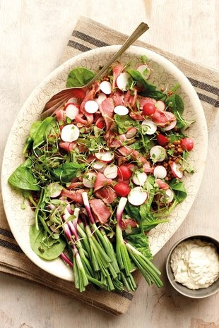 Steak-en-radysslaai met peperwortelsous | SARIE KOS | Steak and radish salad
