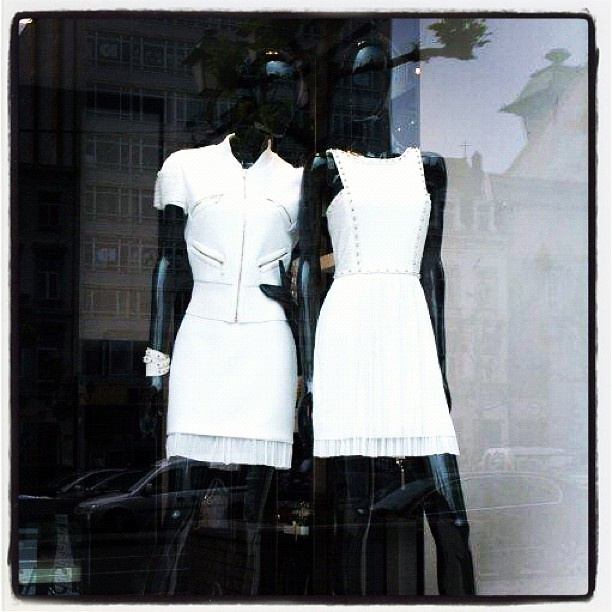 FASHION QUESTION - From which brand are these 2 dresses?    TIP: it's one of our neighbours at Boulevard de Waterloo in Brussels...    #brussels #fashion #windowdisplay