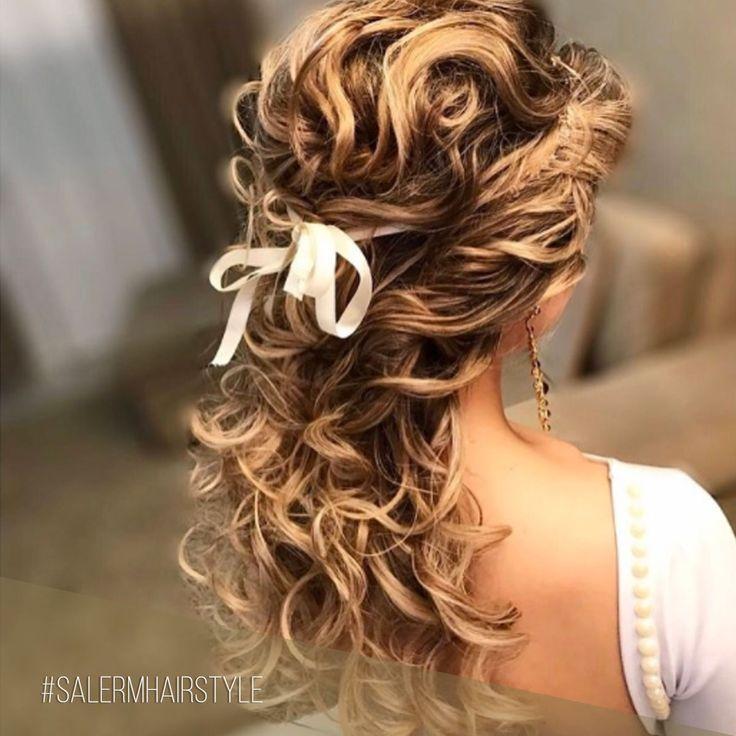 Arrancamos la semana con un peinado de novia semirecogido adornado con un lazo de lo más romántico 😍 ¡Ideal para una boda al aire libre! 🍃  Pic: @maquiadoraleonora    #SalermCosmetics #SalermHairStyle #WeddingLook #Peinados #Recogidos #Bodas #BBC #WeddingHair #HairStyle #Semirecogidos #Lazos