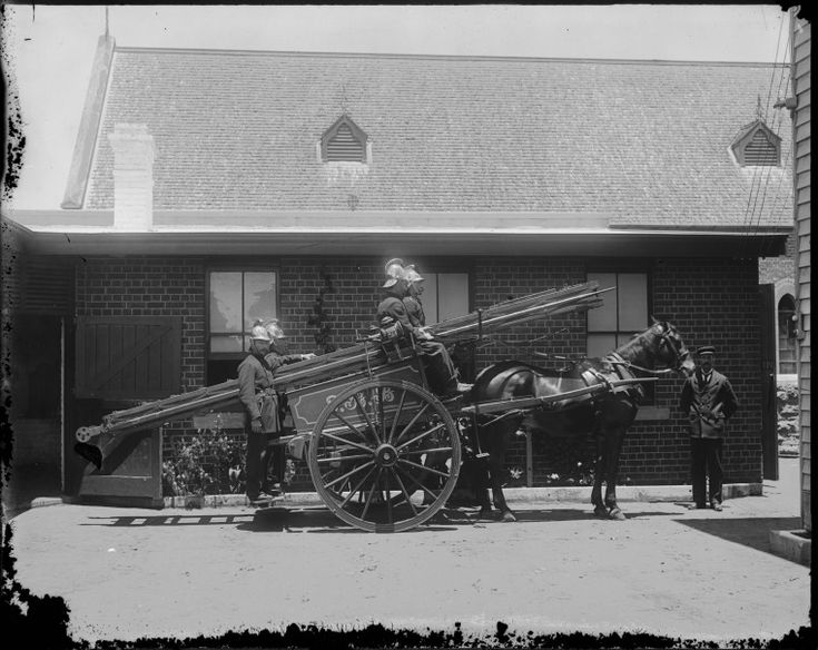 019579PD: Horse-drawn ladder crew of the Metropolitan Fire Brigade, ca. 1915. http://encore.slwa.wa.gov.au/iii/encore/record/C__Rb4751923__St%3A%28ladder%20cart%29%20f%3Av__Orightresult__U__X6?lang=eng&suite=def