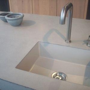 meegegoten betonnen spoelbak