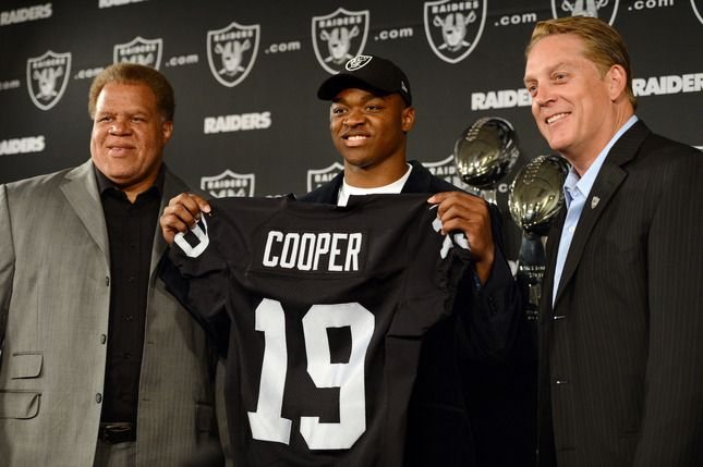The Oakland Raiders' 2015 first round draft pick, wide receiver Amari Cooper, center, of the University of Alabama, holds his new jersey with General