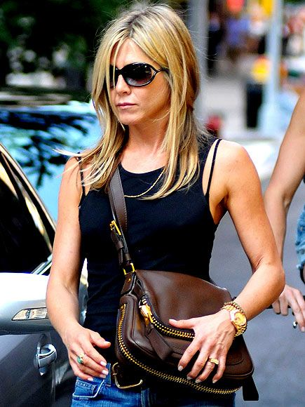 JENNIFER ANISTON'S BAG photo | Jennifer Aniston, Justin Theroux