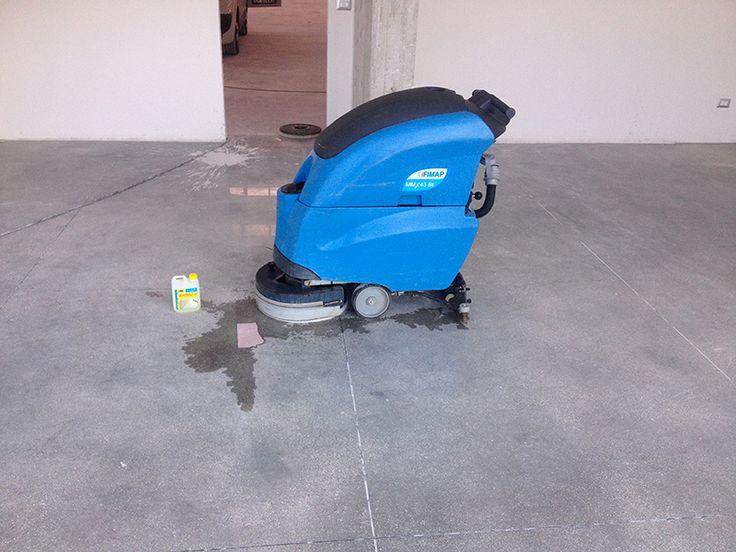 pavimento in cemento - capannone industriale - prima del trattamento con FILA - concorso #trattatiDaRe