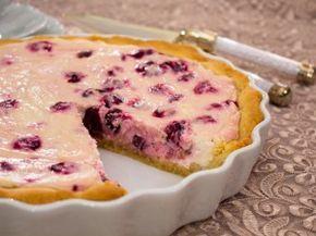 Пирог с творожно-вишневым кремом