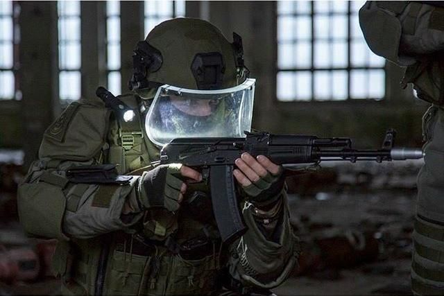 Russian military engineer in heavy assault armor [640x427]