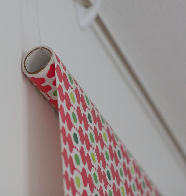 DIY Photo Backdrop @ Home 2 Large Command Hooks 1 Thin Curtain Rod 1 Roll of String (sturdy, medium) 1 Roll of Wrapping Paper