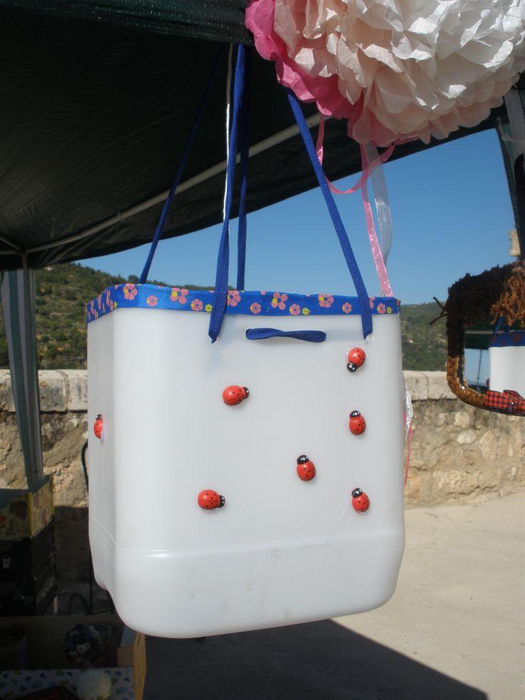 Garrafa decorada con mariquitas