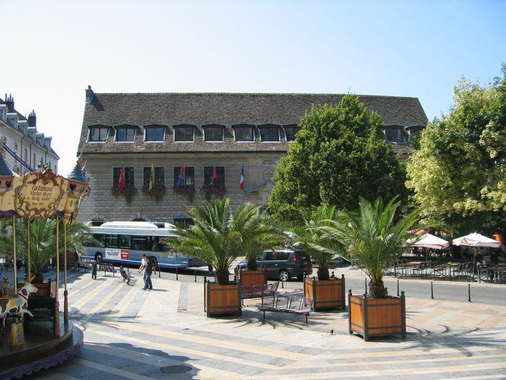 Hotel de Ville Besancon sur la place du 8 Septembre