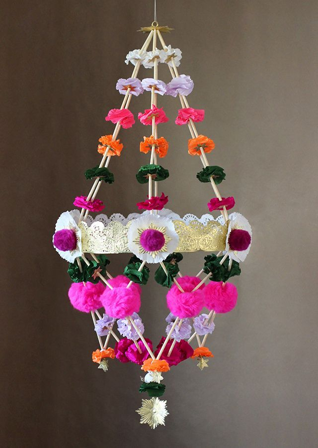 Last year we introduced you to the pajaki, a Polish chandelier made from straws and paper, with a basic tutorial on how to make a miniature variety. This year, again with the help of my imaginative friendsJohn McRae andKarima Cammell of Castle In the Air, I'll be showing you how to build a large
